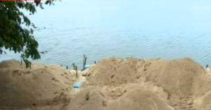 ഭാരതപ്പുഴയിലെ അനധികൃത മണലെടുപ്പ്; പാലം ഭീഷണിയിൽ