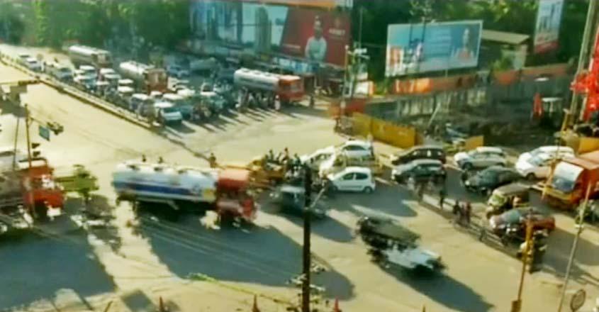 kundanoor-traffic-t