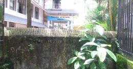 റോഡ് അടച്ചുകെട്ടി അങ്കമാലി നഗരസഭ; പരാതിയുമായി നാട്ടുകാർ