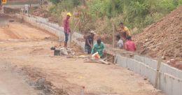 കാഞ്ഞിരപ്പുഴ റോഡ് നിര്മാണം; വീതി കുറച്ചെന്ന് വ്യാപക പരാതി