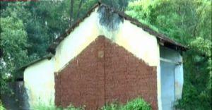 പയ്യന്നൂർ റെയിൽവേ ക്വാർട്ടേഴ്സുകൾ കാടുകയറി നശിക്കുന്നു
