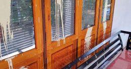 നീലേശ്വരത്ത് സാമൂഹ്യവിരുദ്ധരുടെ അഴിഞ്ഞാട്ടം; വീടുകളും വാഹനങ്ങളും പെയിന്റടിച്ച് വികൃതമാക്കി