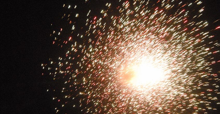 Thrissur-Pooram-Fireworks__