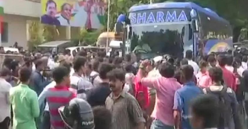 karnataka-mlas-bus