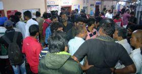 ഹൗറ, ഷാലിമാർ ട്രെയിനുകള് റദ്ദാക്കി: കുടുങ്ങി യാത്രക്കാർ: പ്രതിഷേധം