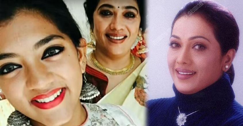 actress-rekha-and-daughter
