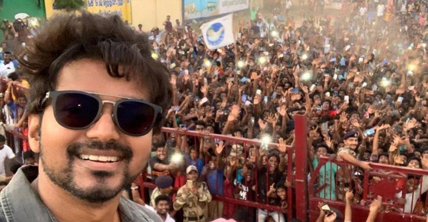 vijay-selfie-post
