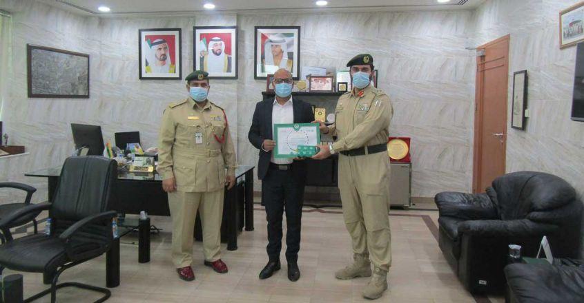 Dubai-Police-honour-Indian-for-returning-bag.jpg.image.845.440