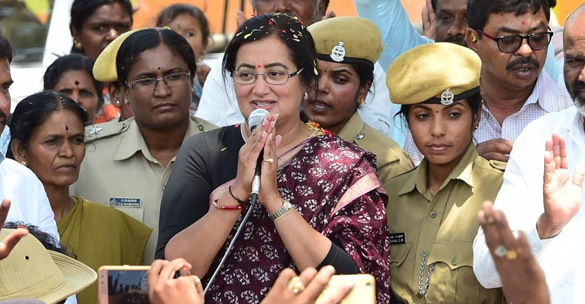 Sumalatha-in-election-campaign