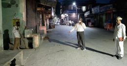 സർ... സമോസ വേണം; കോവിഡ് എമർജൻസിയിലേക്ക് വിളിച്ചയാൾക്ക് സമോസയും ശിക്ഷയും