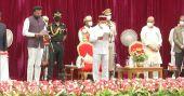 യെദ്യൂരപ്പയെ തള്ളി ബിജെപി, ഉപമുഖ്യമന്ത്രിമാരില്ല, പുതിയ മന്ത്രിസഭ അധികാരമേറ്റു