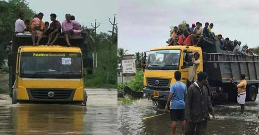 tipper-loory-on-flood-1