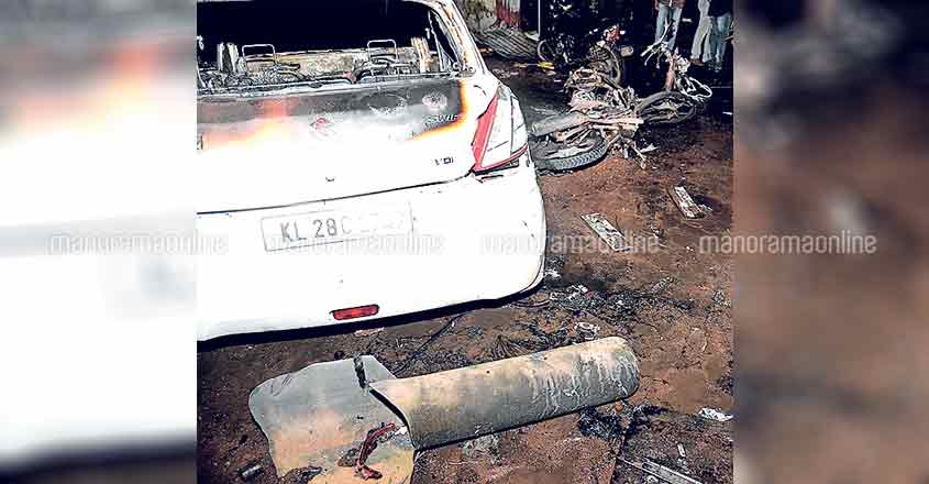 alappuzha-car-fire-1