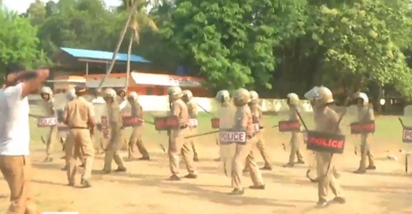 police-lathi