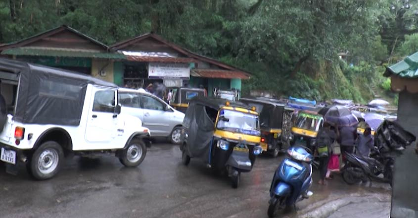 munnar-traffic-block