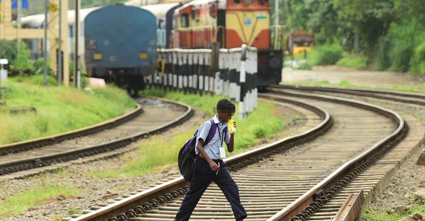 train-track-12