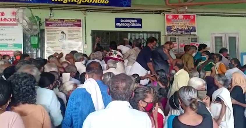 covid-vaccination-crowd