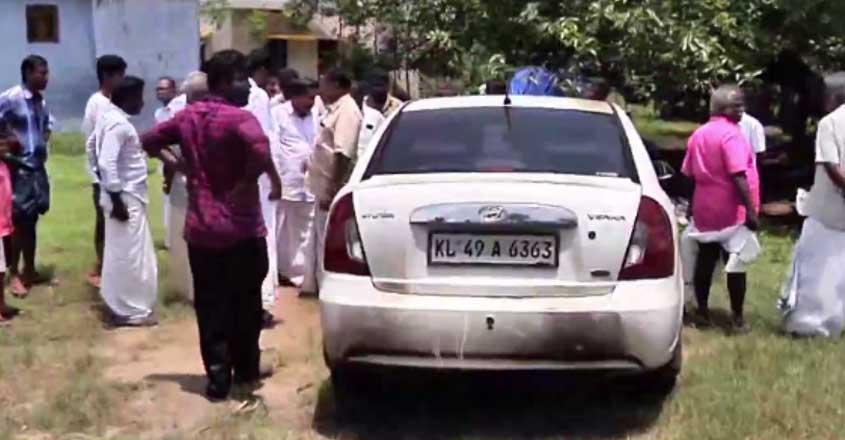 walayar-car-attack-1