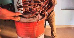 മദ്യക്കടത്തിന് പിടികൂടി; വീട് പരിശോധിച്ചപ്പോൾ വമ്പന് വാറ്റുകേന്ദ്രം
