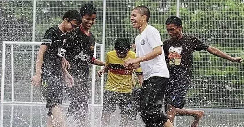 kochi-rain-football