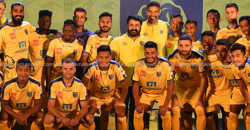 Kerala-Blasters-FC-players-with_