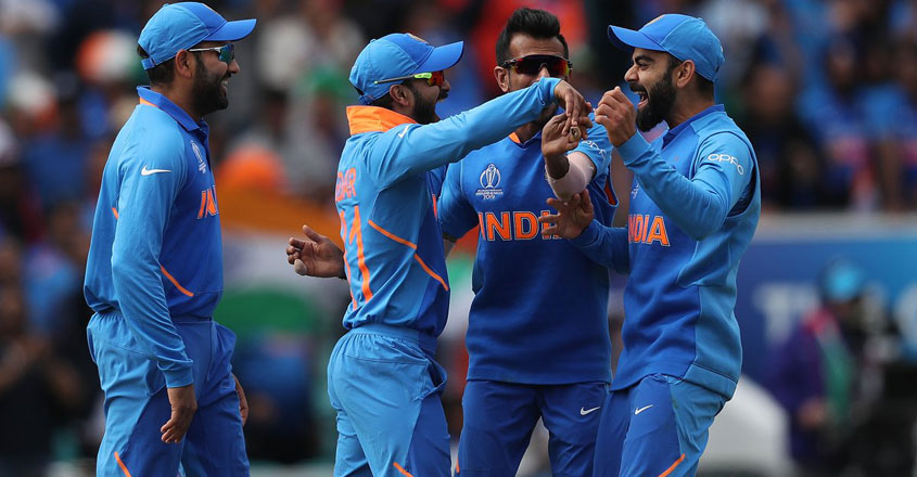 indian-cricket-team-celebrate-wicket-vs-australia