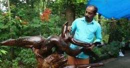 സീമക്കൊന്ന വേരിൽ കരവിരുത് തെളിയിച്ച് ബാങ്ക് ജീവനക്കാരൻ
