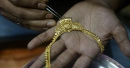 വിനോദയാത്രയ്ക്കിടെ കണ്ടെടുത്ത 'നിധി', 8 വർഷമായി ലോക്കറിൽ; വട്ടംചുറ്റിച്ച കഥ