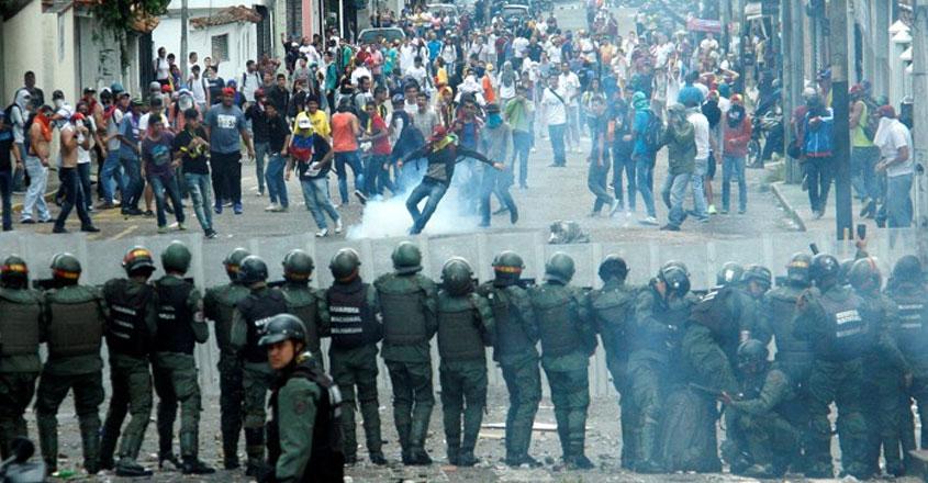 demonstrators-clash-venezuela