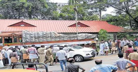 kottayam-accident-crowed
