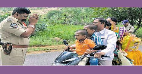 hilarious-reaction-of-policeman